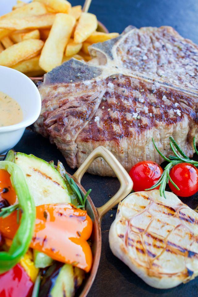 steak, burgonya, koktélparadicsom...